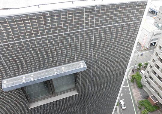 防鳥ネット取付ワイヤーを設置