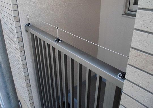 マンション手摺部分に防鳥プロトライン設置